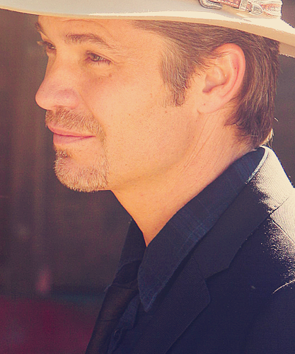 Timothy Olyphant پیپر وال containing a snap brim hat, a campaign hat, and a fedora entitled Timothy Olyphant