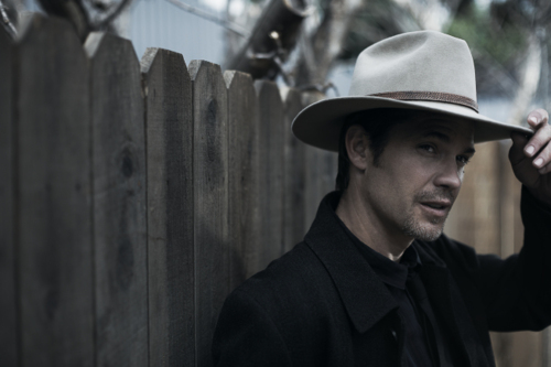 Timothy Olyphant پیپر وال containing a snap brim hat, a fedora, and a campaign hat called Timothy Olyphant