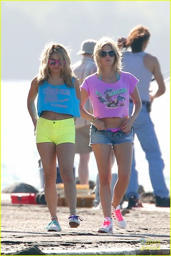 Vanessa Hudgens: Neon for 'Spring Breakers'