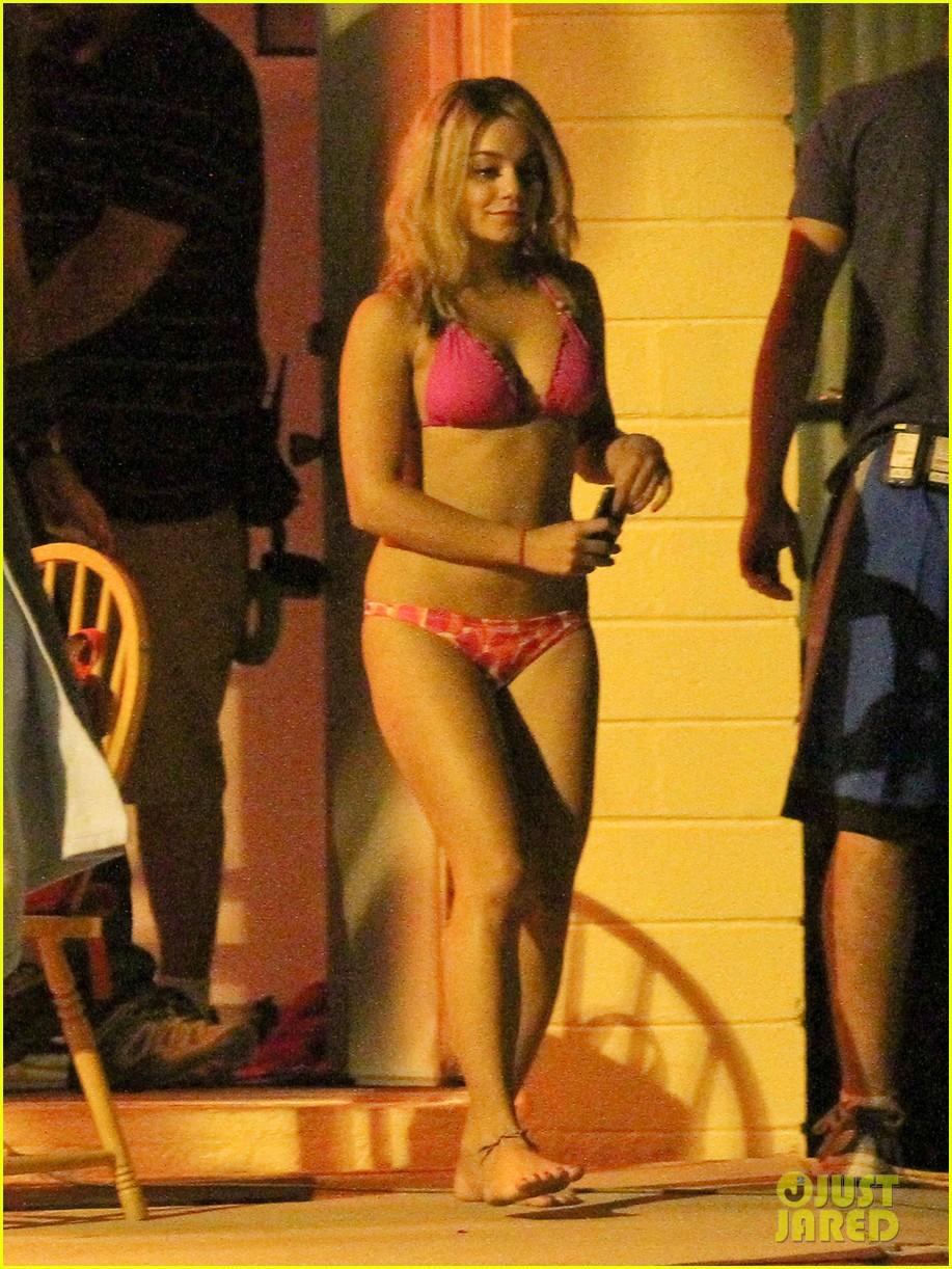 Vanessa Hudgens Pink Bikini Babe vanessa hudgens 29792578 917 1222 Two Tone Hair Hentai Porn