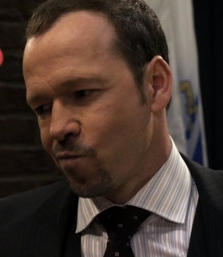 Donnie Wahlberg Hintergrund with a business suit and a suit called donnie