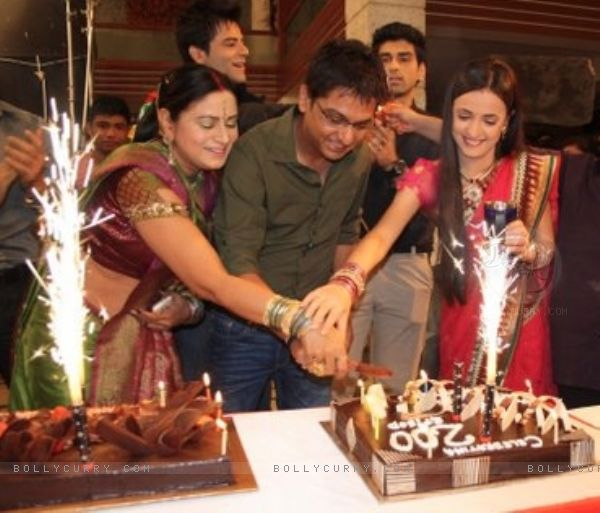Iss Pyar Ko Kya Naam Doon 200 Episodes Celebration
