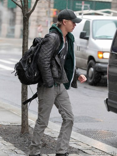 Austin Butler Robb Start Filming 'The Carrie Diaries'