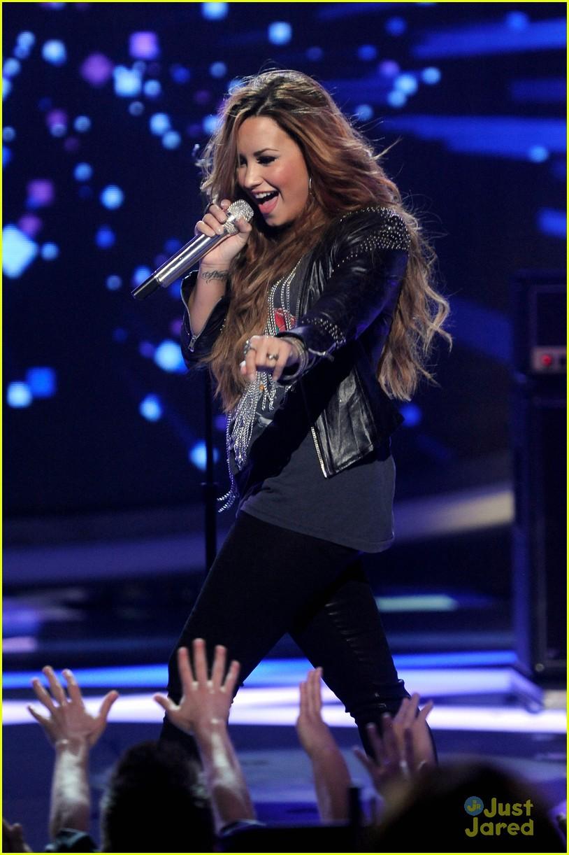 Demi Lovato: 'Give Your herz A Break' on American Idol