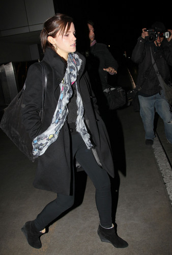 Emma at LAX Airport - March 18, 2012 - HQ