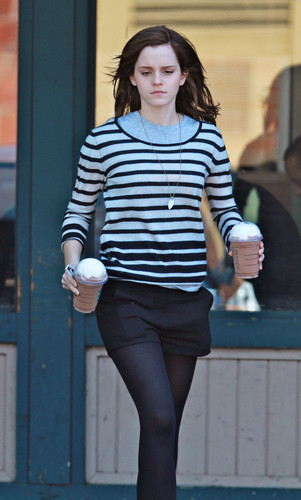Grabs a Starbucks in Hollywood - March 19, 2012 - HQ