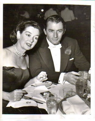 Gregory Peck Обои with a business suit entitled Gregory Peck & Rosalind Russell