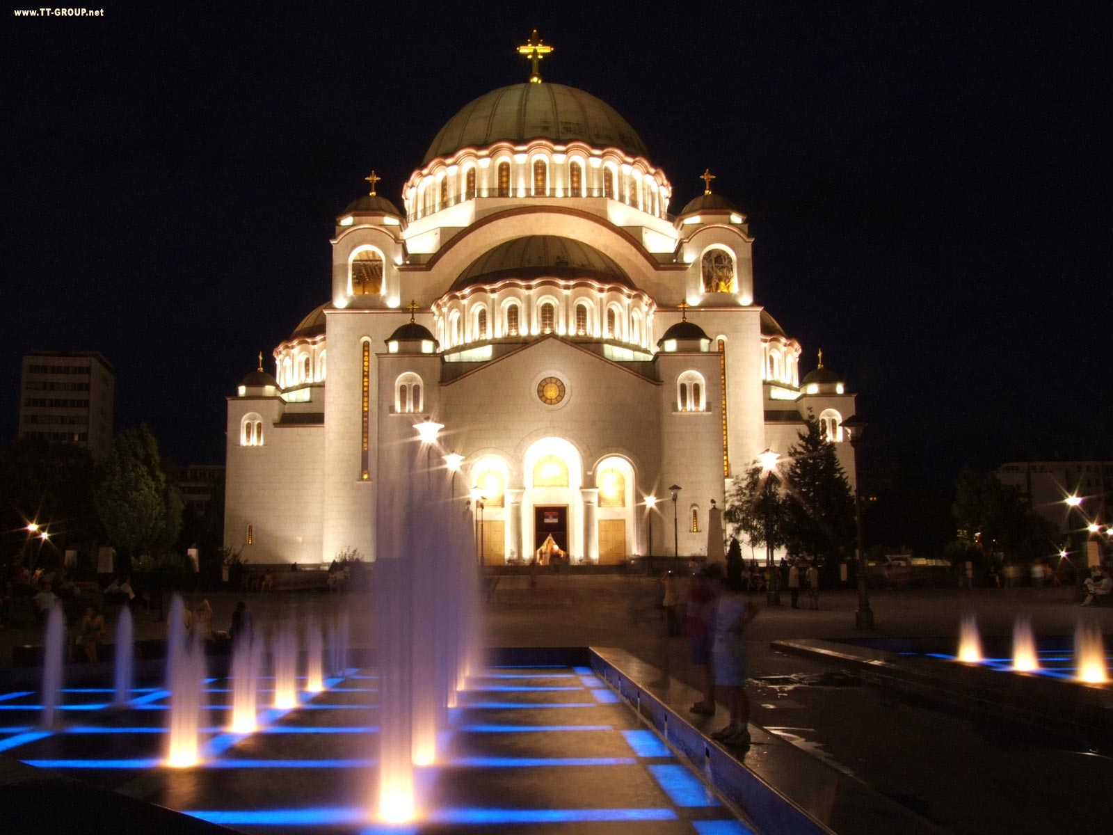 Hram Svetog Save noću