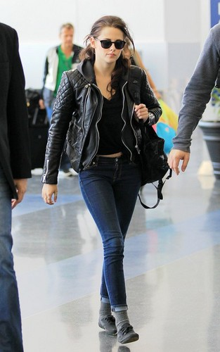 Kristen Stewart images JFK Airport - March 19, 2012 HD wallpaper and background photos