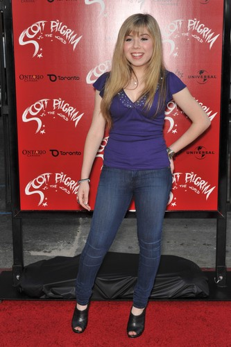 Jennette McCurdy Обои with a sign and a pantleg, пантлег entitled Jennette McCurdy