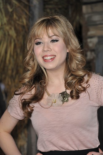 Jennette McCurdy 壁紙 probably with a portrait called Jennette McCurdy