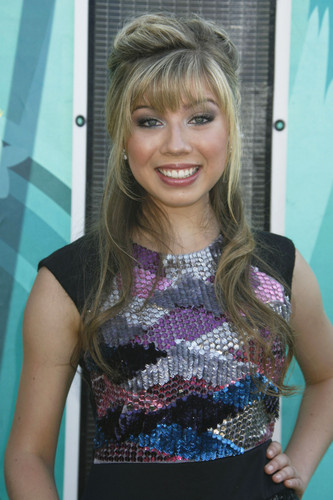 Jennette McCurdy achtergrond probably containing a top, boven and a playsuit, boxpakje entitled Jennette McCurdy