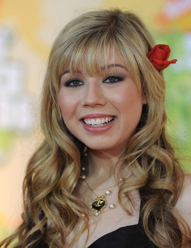 Jennette McCurdy Обои containing a portrait called Jennette McCurdy