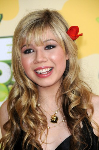 Jennette McCurdy achtergrond containing a portrait entitled Jennette McCurdy