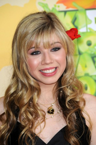 Jennette McCurdy achtergrond with a portrait called Jennette McCurdy