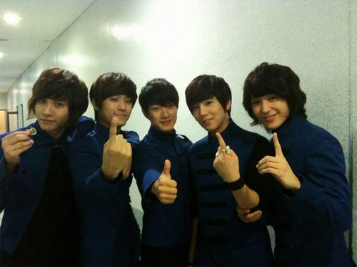 Backstage - ft-island-%EC%97%90%ED%94%84%ED%8B%B0-%EC%95%84%EC%9D%BC%EB%9E%9C%EB%93%9C Photo