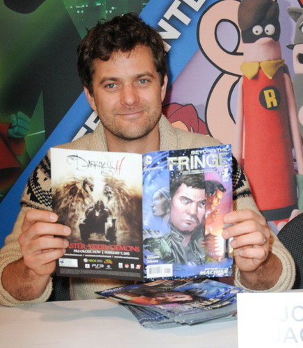 Josh @ Wonder-Con 2012 : Fringe Signing