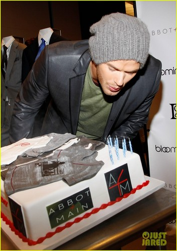Kellan Lutz Celebrates His Birthday with Fans! - kellan-lutz Photo