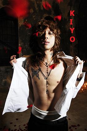 Kiyoharu with rose petals