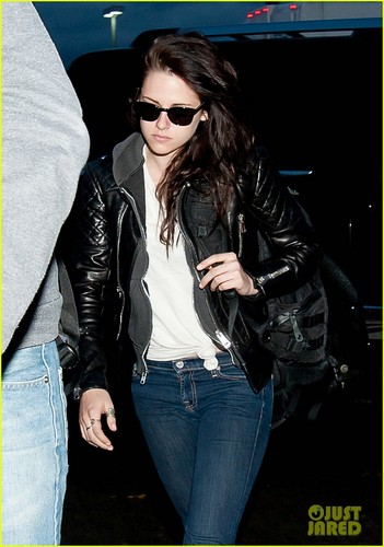 Kristen Stewart: Early Morning Flight