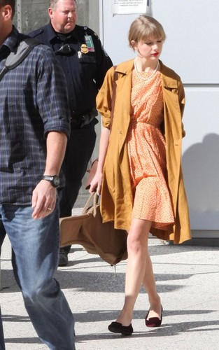 LAX Airport - March 19, 2012 - taylor-swift Photo