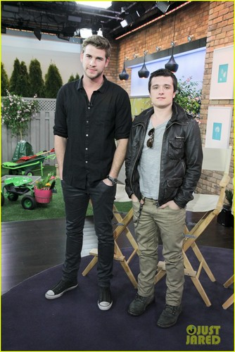 Liam Hemsworth &amp; Josh Hutcherson Talk &#39;Hunger Games&#39; in Toronto - liam-hemsworth Photo