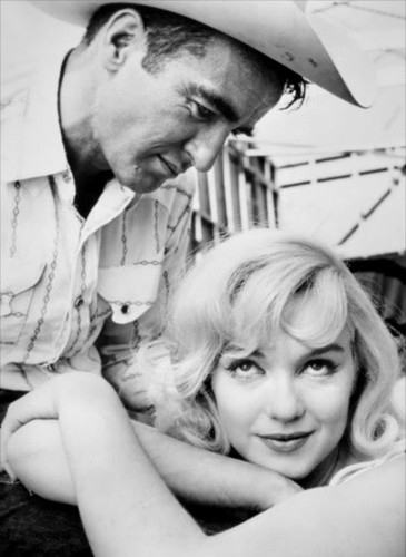 प्रतिष्ठित फिल्में वॉलपेपर possibly with a fedora and a boater entitled Marilyn Monroe & Montgomery Clift