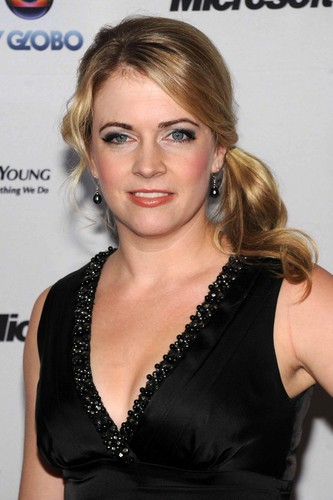 Melissa Joan Hart karatasi la kupamba ukuta containing a portrait called Melissa Joan Hart