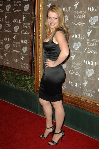 melissa joan hart fondo de pantalla probably with bare legs, a sign, and a leotard called Melissa Joan Hart