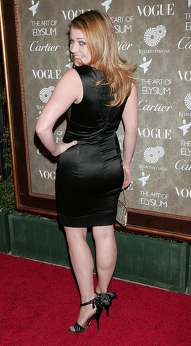 Melissa Joan Hart karatasi la kupamba ukuta possibly containing bare legs, a leotard, and tights entitled Melissa Joan Hart
