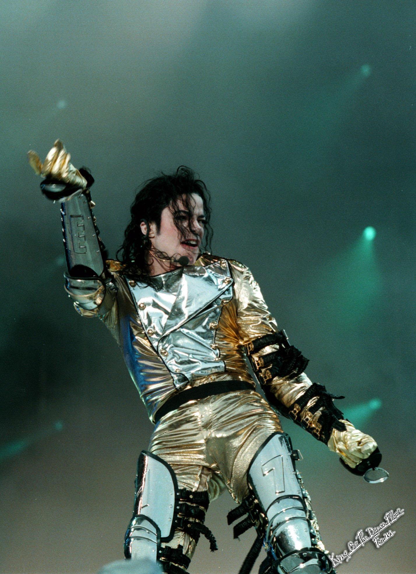 HISTORY TOUR  Michael-HIStory-tour-michael-jackson-29831211-1427-1968