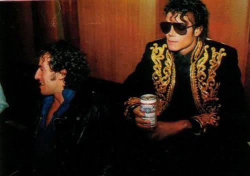 Michael Jackson drinking bia