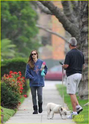 Minka Kelly: Spa Stop & Morning Walk