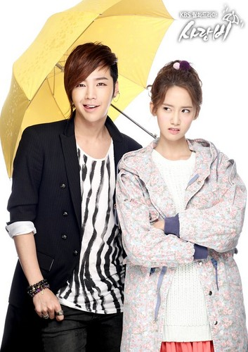 S♥NEISM wolpeyper with a parasol entitled Official Pictures of drama 'Love Rain'