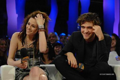 Robert Pattinson & Kristen Stewart wallpaper probably with a concert entitled RosSten Reel and Real