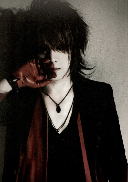 http://images5.fanpop.com/image/photos/29800000/Ruki-the-gazette-29803634-500-708.jpg