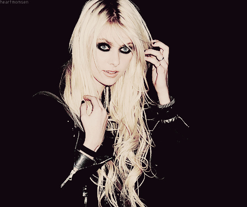 Taylor Momsen hình nền possibly containing attractiveness and a portrait entitled Taylor Momsen