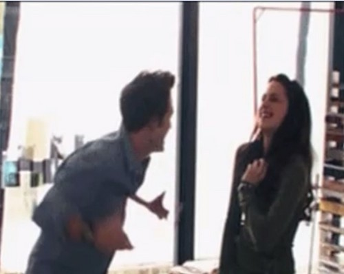 Twilight Behind the Scenes - robert-pattinson-and-kristen-stewart Photo