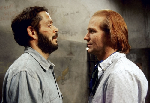 William Hurt as Molina and Raul Julia as Valentin in キッス of the クモ, スパイダー Woman