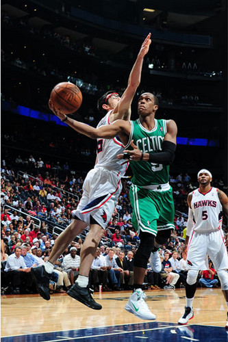 Rajon Rondo kertas dinding with a basketball, a dribbler, and a bola keranjang player called against Hawks