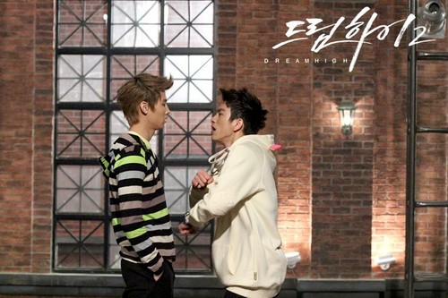 Dream High 2 fond d'écran probably containing a business suit and a rue titled JB & JR