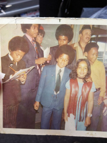 j5 and marlon signing autograph