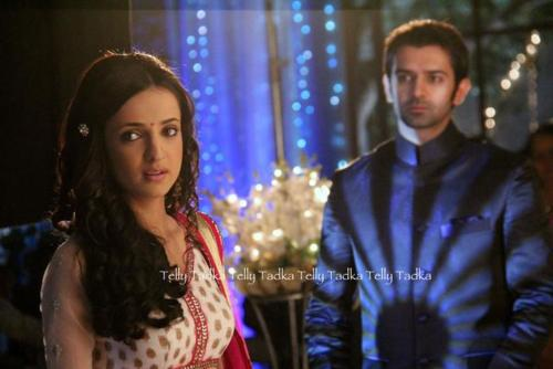 Iss Pyar Ko Kya Naam Doon wallpaper possibly with a well dressed person entitled khushi and arnav