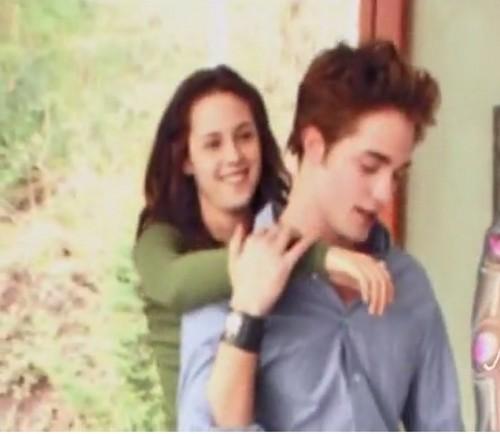 Robert Pattinson & Kristen Stewart 壁紙 containing a portrait called twilight behind the scenes