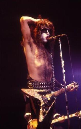 Paul Stanley achtergrond with a concert and a guitarist called ★ Paul ★