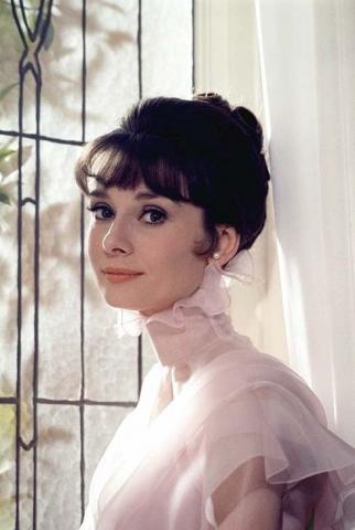 Audrey in her rosado, rosa dress
