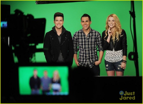 Big Time Rush Co-Host MTV's 10 on puncak, atas