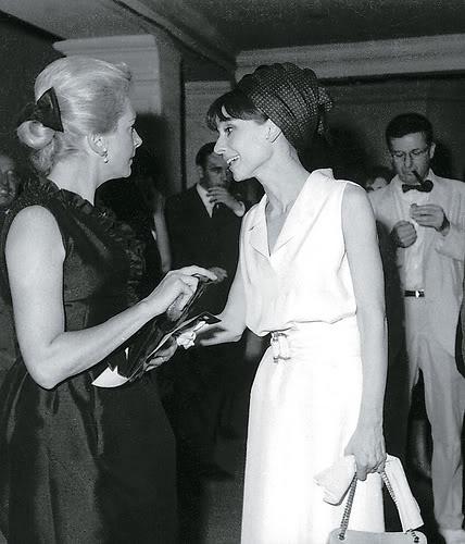 प्रतिष्ठित फिल्में वॉलपेपर possibly with a bridesmaid titled Deborah Kerr & Audrey Hepburn