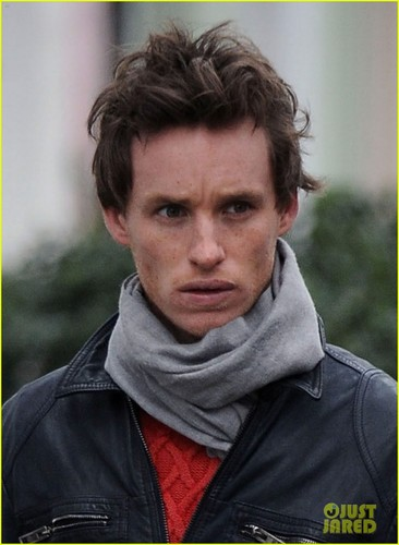 Eddie Redmayne: Rainy Sunday Walk - actors Photo
