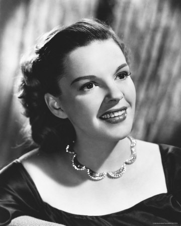 Judy Garland wallpaper probably containing a bouquet and a portrait called JUDY